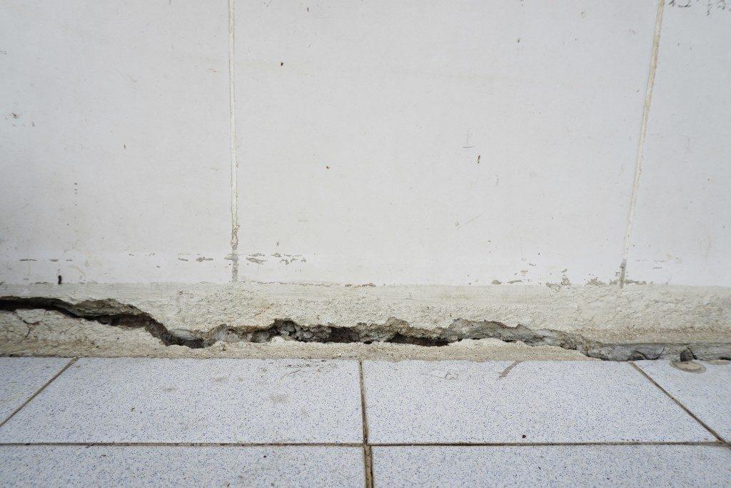 Home wall cracks