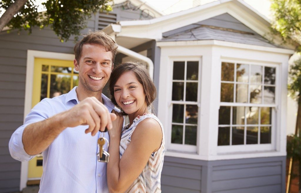 couple, happy about new house
