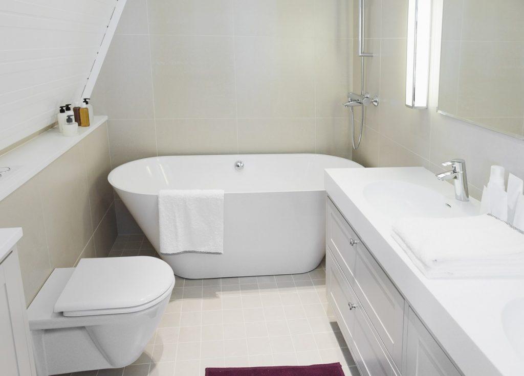 clean bathroom with tub