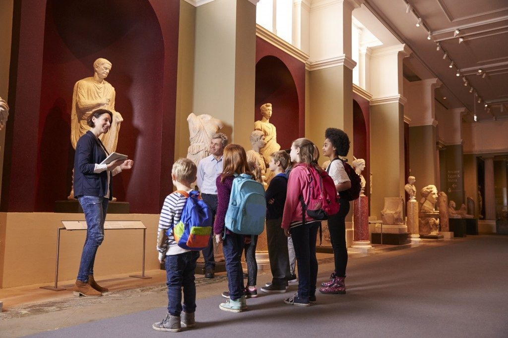 children in a museum