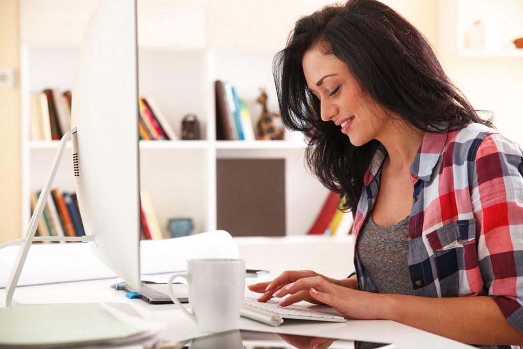 woman blogger
