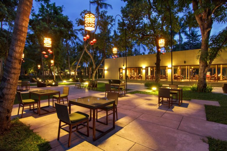 outside dining restaurant